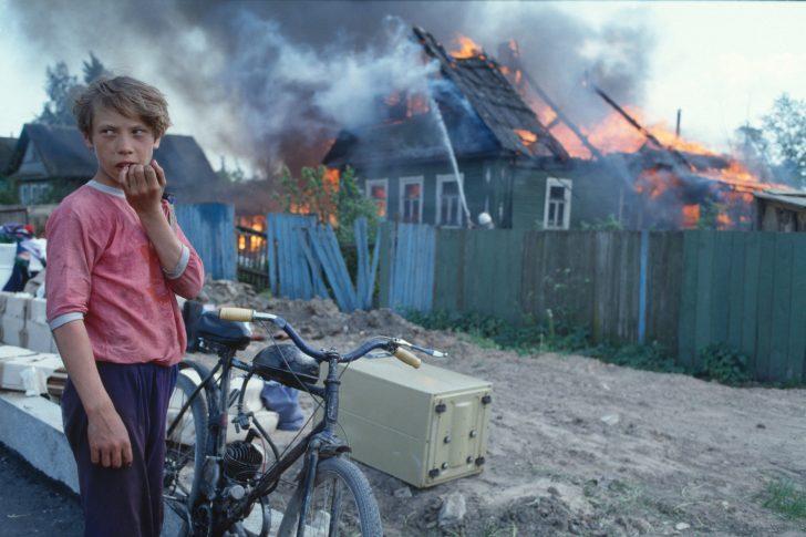 Axel Schön Ohne Titel aus der Serie Feuer Novgorod 1993 © Axel Schön