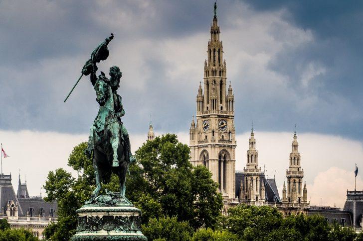 Rathaus Bild von andreas N auf Pixabay
